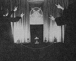 satanicritualhandsignal5jy1.jpg